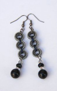 Pretty Black And White Beaded Earrings | #vintage jewelry #elegant #earring #beautiful