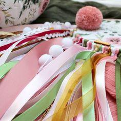 Kolory odchodzącego lata...będzie mi szkoda, ale dziś kupiłam (mając na sobie sandały i jeszcze letnią sukienkę 🙈) przepiękną chustę w… Dream Catcher, Gift Wrapping, Gift Wrapping Paper, Dreamcatchers, Wrapping Gifts, Gift Packaging, Dream Catchers