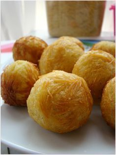 şehriyeli patates topları Noodle potato balls for ingredients 45 medium potatoes 2 eggs yolks into the whites out ofPotatoes are boiled shells were robbed and the grater. Potato Balls Recipe, Potato Recipes, Snack Recipes, Cooking Recipes, Snacks, Recipe Balls, Appetizer Salads, Iftar, Turkish Recipes