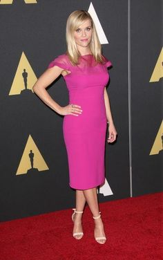 Reese Witherspoon looks amazing in hot pink