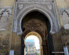 """#Córdoba - Puerta del Perdón - 37º 52' 45"""" -4º 46' 48"""" / 37.879167, -4.780000  La puerta del Perdón es una de las puertas que franquea la entrada al Patio de los Naranjos de la Mezquita, estando situada en la calle Cardenal Herrero."""