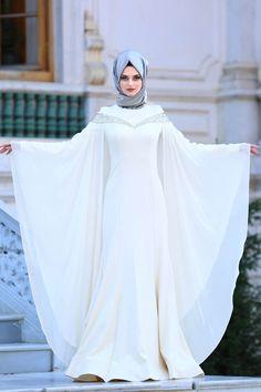 Nude and black eye makeup for green eyes Hijab Evening Dress, Hijab Dress Party, Hijab Style Dress, Evening Dresses, Dresses Dresses, Muslimah Wedding Dress, Muslim Wedding Dresses, Muslim Dress, Morrocan Dress