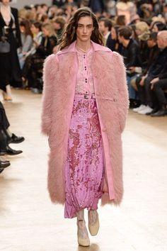 Mixing different shades of pink at Nina Ricci fall 2017 show