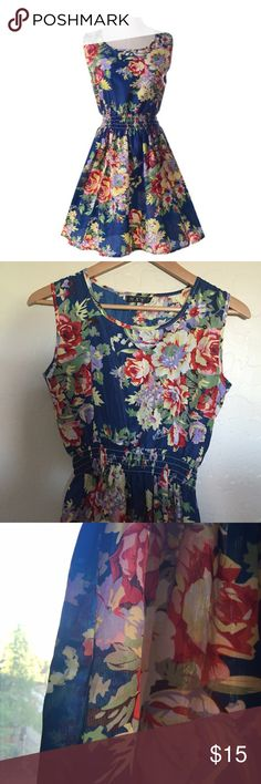 NWOT Beautiful Light-Weight Spring Dress! Beautiful little dress. Dress it up with heels, dress it down with flats. Very pretty. Very versatile. Hits mid-thigh. Fits a small to medium. Dresses Midi
