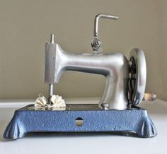 I would love to have this! =Rare Roper cast aluminum toy sewing machine