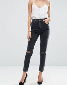 ASOS – Farleigh – Schmal geschnittene Mom-Jeans mit hoher Taille in verwaschenem Schwarz mit Rissen am Knie