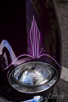 Purple hand-pinstriping on a custom vintage show car. Antique car detailing on the front fender above the chrome headlight. Custom Paint Jobs, Custom Cars, Pinstripe Art, Pinstriping Designs, Garage Art, Car Painting, Sign Painting, Airbrush Art, Automotive Art