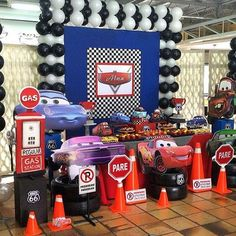 Fiesta infantil temática de Cars 3 http://comoorganizarlacasa.com/fiesta-infantil-tematica-cars-3/
