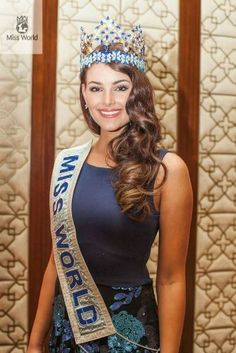Miss World 2014 -Rolene Strauss Miss World 2014, Beauty Pageant Dresses, Pageants, Beauty Queens, South Africa, Beautiful Women, Indian, Poses, African History