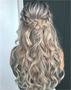 Stunning Wedding Hairstyles for the 2019 Season - Hairstyles & Haircuts for Men & Women Wavy Wedding Hair, Elegant Wedding Hair, Wedding Hair And Makeup, Bridal Hair, Braid Half Up Half Down, Wedding Hairstyles Half Up Half Down, Braided Hairstyles For Wedding, Hairstyle Wedding, Hairstyles Haircuts