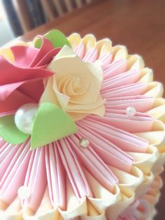 Details of the roses on the origami cake