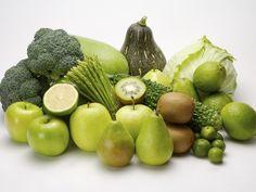 Stack of green fruits and vegetables Lámina fotográfica en AllPosters.es