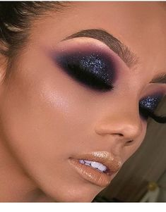 Prom makeup ideas to look amazing at your prom. Prom it's a special occasion where every girl wants to look great and to impress. A great makeup will pull you out of the ordinary at the prom. Check out these prom makeup ideas. Mac Makeup Looks, Glam Makeup Look, Sexy Makeup, Kiss Makeup, Prom Makeup, Love Makeup, Makeup Inspo, Makeup Inspiration, Beauty Makeup