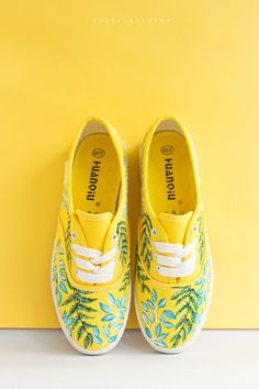 Hand painted Women Canvas Shoes, yellow sneakers with floral ornament: Fresh Grass Las mujeres zapatos de lona zapatillas amarillas con Painted Canvas Shoes, Painted Sneakers, Hand Painted Shoes, Painted Vans, Canvas Sneakers, Yellow Sneakers, Floral Sneakers, Yellow Shoes, Yellow Dress