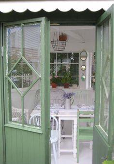 One more peek inside the garden retreat of Husfruas Memoarer