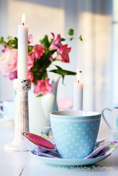I like this photo of blue and pink and whites....