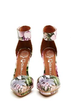 Walk a mile in new high heels, sandals, flats, ankle booties or whatever takes your fancy. Shop all women's shoes at Nasty Gal. Fab Shoes, Sock Shoes, Me Too Shoes, Shoe Boots, Shoes Heels, Jeffrey Campbell, Fashion Shoes, Fashion Accessories, Killer Heels