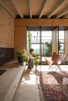 Diseño de Interiores & Arquitectura: Casa Española Rodeada por la Naturaleza