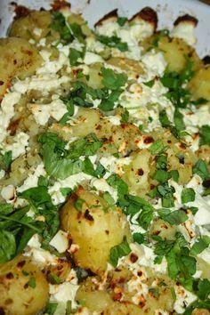 Ruokasurffausta: Rosmariiniset feta-perunat Feta, Potato Salad, Cauliflower, Potatoes, Vegetables, Drinks, Ethnic Recipes, Drinking, Beverages