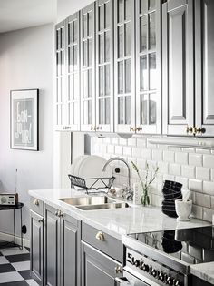 Galley Kitchen Remodel Ideas (Small Galley Kitchen Design, Makeovers, and Plans . Galley Kitchen Remodel Ideas (Small Galley Kitchen Design, Makeovers, and Plans with Pictures) Bodbyn Kitchen Grey, Ikea Galley Kitchen, Galley Kitchen Design, Small Galley Kitchens, Galley Kitchen Remodel, Kitchen Layout, Bodbyn Grey, Kitchen Interior, Kitchen Decor