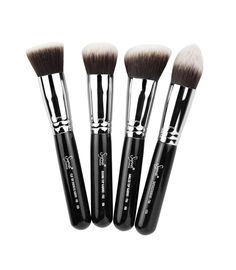 The Synthetic Kabuki Kit contains four face brushes for high definition, flawless makeup application. The brushes in this collection feature exclusive Synthetic filament, specially designed to apply powder and liquid products without absorption into the fibers. The shape, density and height of the filaments were carefully engineered to perfectly buff products onto the skin, resulting in a high definition effect.
