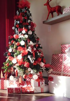 3 Christmas Tree Theme Ideas – Healthy mindset as mom of 2 Christmas Tree Red And Silver, Christmas Tree With Presents, Christmas Decorations For The Home, Christmas Centerpieces, Green Christmas, Xmas Decorations, Christmas Themes, Christmas Mantles, Christmas Villages
