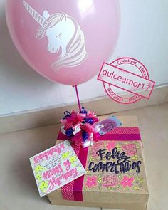 Hermosos detalles 💜 @dulceamor17 Hermosos y deliciosos desayunos, meriendas y anche...   Yooying Best Friend Gifts, Gifts For Friends, Gift Wrapping Bows, Birthday Traditions, Chocolate Bouquet, Gift Store, Balloon Decorations, Diy Gifts, Gift Tags
