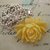 Vaaleankeltainen ruusu 18€