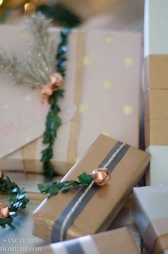 christmas decoratie Easy and Affordable Christmas Gift Wrapping Inspiration-Copper and Blush Gift Wrap-Copper bells gift wrapping-Neutral holiday gift wrapping-Gift wrap Ideas Diy Holiday Gifts, Handmade Christmas Decorations, Christmas Gift Wrapping, Diy Gifts, Holiday Ideas, Summer Christmas, Christmas Makes, Simple Christmas, Merry Christmas