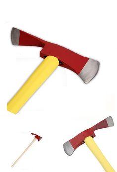 PULASKI: Ferramenta combinada com função de machado e picareta. Forjada com aço temperado de alto grau, robusta e durável; Cabo de madeira com 0,9 m; Peso: 2,3kg.