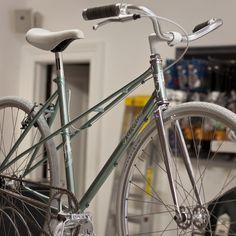 First Look: Affinity Mixte Fixed - tecnology World Ferrari 488, Peugeot Bike, Montain Bike, Garage Bike, Cycling Bikes, Cycling Art, Cycling Jerseys, Retro Bike, Commuter Bike