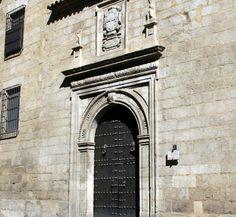"""#Jaén - Alcalá la Real - Iglesia de la Encarnación / 37º 27' 46"""" -3º 55' 22"""" / 37.462778, -3.922778  El actual convento de las madres dominicas es la reedificación de unas casas que pertenecían al Hospital de la Caridad (situado enfrente), hecha cuando éstas se trasladaron aquí desde la Mota, por el año 1588. Es un edificio renacentista, sobre el arquitrave se descubren emblemas de la Orden de Santo Domingo de Guzmán."""