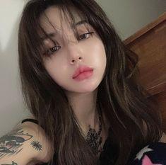 Tag someone 💞 . Pretty Korean Girls, Cute Korean Girl, Cute Asian Girls, Pretty Girls, Cute Makeup Looks, Sims4 Clothes, Korean Beauty Girls, Ulzzang Korean Girl, Uzzlang Girl