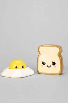 Eggs And Toast Salt + Pepper Shaker Set / Urban Outfitters