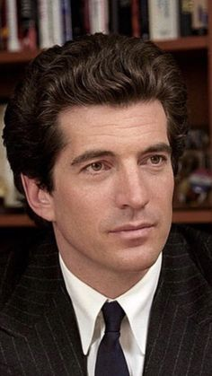 Nadire Atas on JFK JR and Camelot John Kennedy Jr. Was supposed to be my husband! Les Kennedy, John Kennedy Jr, Carolyn Bessette Kennedy, Jfk Jr, Jackie Kennedy Style, Jacqueline Kennedy Onassis, John John, Familia Kennedy, Jaqueline Kennedy