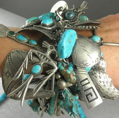 Chunky charm bracelet with old-pawn turquoise and silver pieces Handmade Wire Jewelry, Funky Jewelry, Turquoise Jewelry, Turquoise Bracelet, Native Indian Jewelry, Native American Jewelry, Vintage Turquoise, Coral Turquoise, Wedding Turquoise