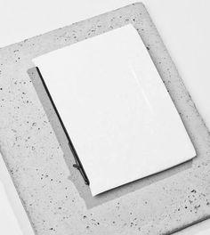 Schmale und minimalistisch gehaltene Alltags-Tasche aus der limitierten Herschel Studio Kollektion. Hier entdecken und shoppen: http://sturbock.me/Po6