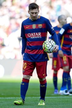 Barcelona's Argentinian forward Lionel Messi walks moments before taking a penalty kick during the Spanish league football match FC Barcelona vs Getafe CF at the Camp Nou stadium in Barcelona on March 12, 2016.