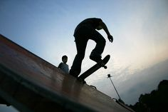 """A primeira edição do """"Campeonato Skate Chapada"""" acontece no dia 28, a partir das 14h, na Quadra Municipal, ao lado da rodoviária da Chapada dos Guimarães.  A entrada é Catraca Livre."""