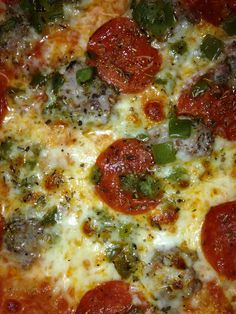 Fricanos Zoomed in Pepperoni, Sausage, Green Pepper Pizza