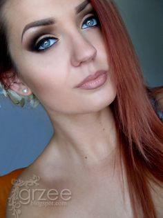 Great makeup! Red hair, blue eyes. Really makes those eyes pop! Keep the rest of the face neutral