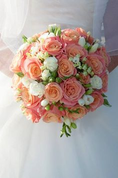 Miss Piggy Roses Bridal Bouquet made by Entirely Bridal - https://www.pinterest.com/entirelybridal1/entirely-bridal/ Peach Wedding Theme, Live Coral, Color Of The Year, Pantone Color, Color Themes, Theme Ideas, Weddingideas, Wedding Trends, Wedding Bouquets