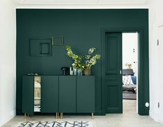 Home Sweet Home : avec des caissons Ikea Ivar – Plumetis Magazine 10 ideas for making a row or a sideboard with Ikea Ivar first price boxes. Door Design Interior, Interior And Exterior, Interior Decorating, Green Rooms, Bedroom Green, Design Case, Colorful Interiors, Living Room Furniture, Painted Furniture