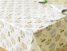 William Morris Licensed Lily Floral Design 52 Inch X 90 Inch Pvc / Oilcloth  Coated Wipe