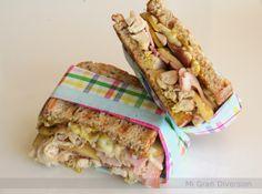 Sandwich caliente de pollo con manzana al curry
