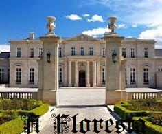 The Fleur-de-Lys Mansion Beverly Hills. Gosh, I love this house! Beverly Hills, Billionaire Homes, Build Your House, Mansions Homes, Luxury Mansions, Expensive Houses, Celebrity Houses, Celebrity Mansions, Estate Homes