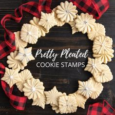 Create a beautiful holiday cookie wreath using these Pretty Pleated Cookie Stamp designs. Simply roll dough into balls and press with these cookie stamps to produce three distinctive shapes. Fancy Cookies, No Bake Cookies, Holiday Cookies, Cookie Tray, Cookie Pie, Cookie Stamp, Impressive Desserts, Keys Art, Nordic Ware