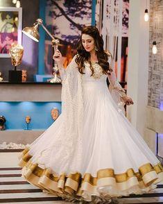 She is looking goddess in this white Anarkali, which has a golden border ayezakhan whiteanarkali eidoutfit Pakistani Frocks, Pakistani Dress Design, Pakistani Bridal, Pakistani Outfits, Indian Outfits, Pakistani Actress, Indian Clothes, Anarkali Frock, White Anarkali