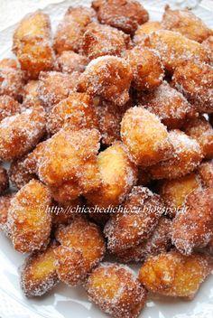 The goodies gem: Rice Fritters Cocktail Desserts, Mini Desserts, Just Desserts, Sweets Recipes, Appetizer Recipes, Cooking Recipes, Italian Cookies, Italian Desserts, Beignets