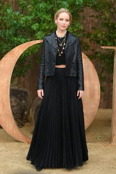 Jennifer Lawrence flashed her toned tummy in a black knitted crop top at the Paris Fashion Week Dior Show Black Maxi Skirt Outfit, Maxi Skirt Fall, Maxi Skirt Outfits, Fashion Week Paris, Fashion Models, Fashion Show, Fashion Outfits, Dior Fashion, Christian Dior